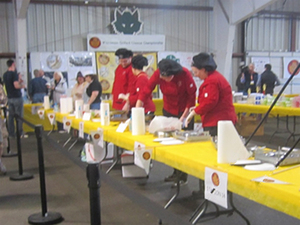 Red shirts are competing in the amateur dessert round